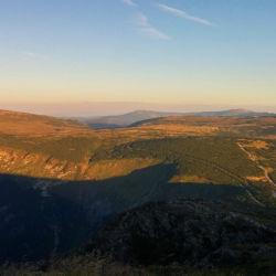 Pohled na západ na hlavní hřeben Krkonoš