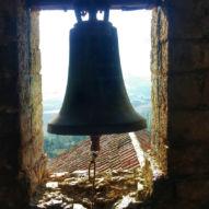Po modlitbě v kostele ve vesnici Zabaldika můžete rozeznít údajně nejstarší zvon v Navaře