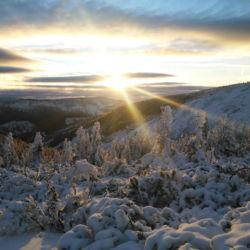 Pohled na jih na Čertův důl a západ slunce